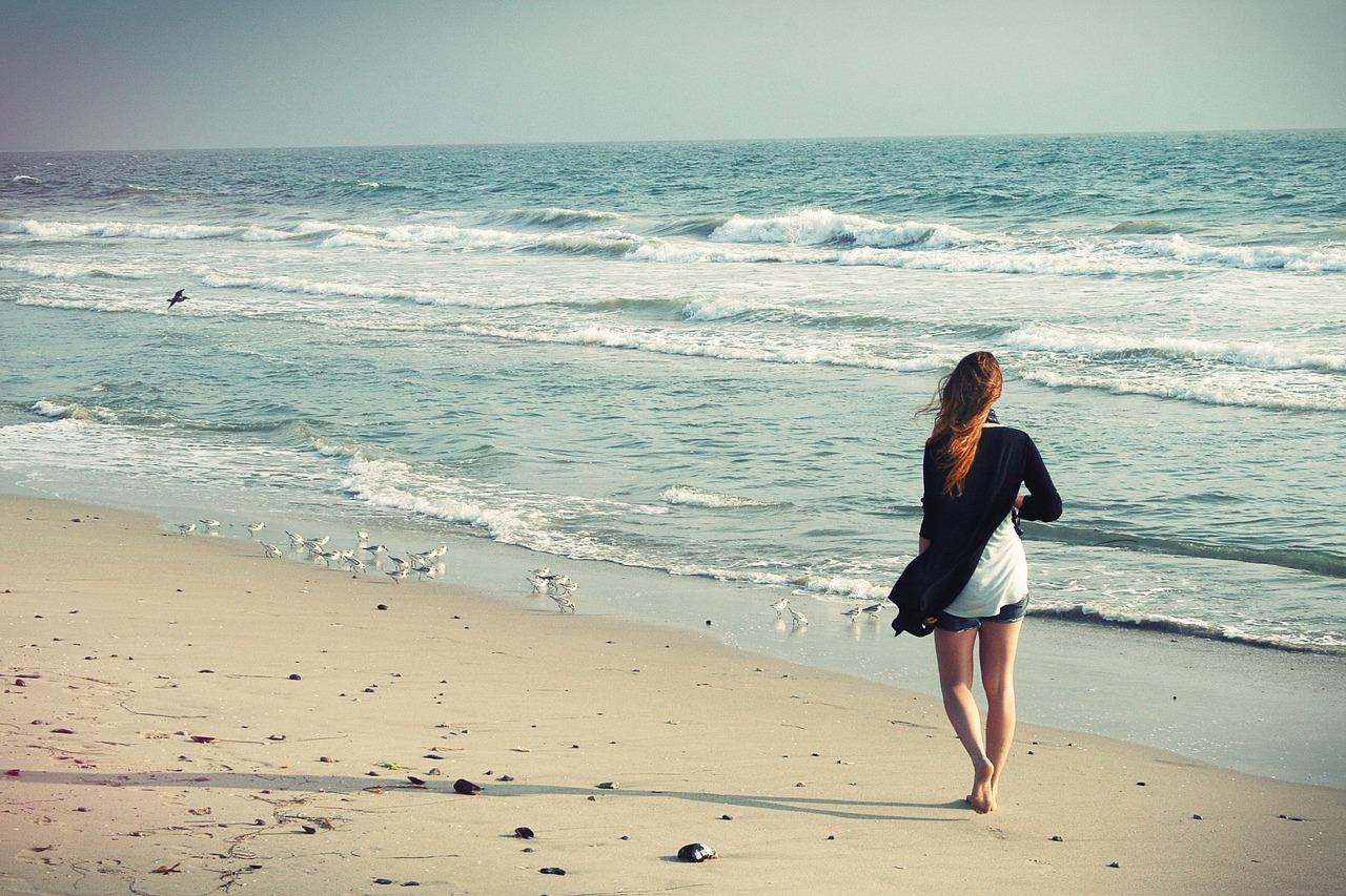 beach-woman-1149088_1280